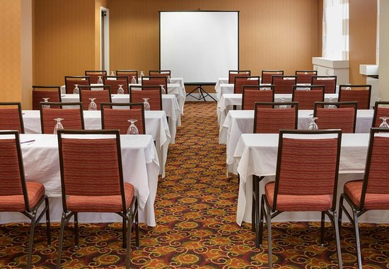 Edina, MN: Edinborough Meeting Room - Classroom Set-Up