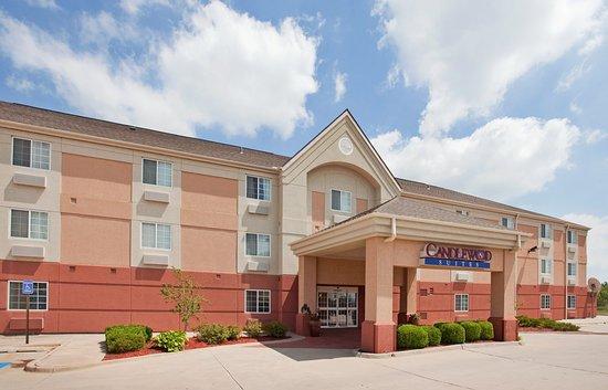 Emporia, KS: Hotel Exterior