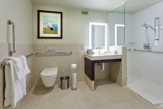 ริเวอร์เฮด, นิวยอร์ก: Guest Bathroom