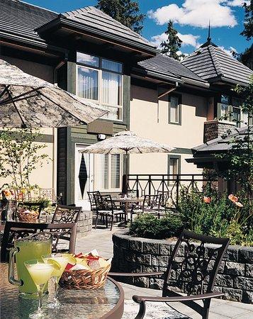 Delta Banff Royal Canadian Lodge: Exterior View