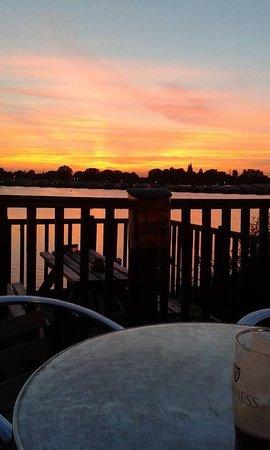 Crowle, UK: Stunning Lakeside Bar and Restaurant