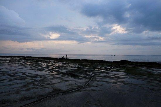 Pekutatan, Indonesia: Beach at low tide