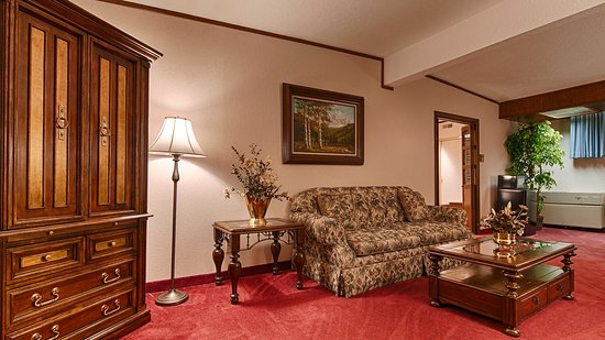 Evanston, WY: King Suite