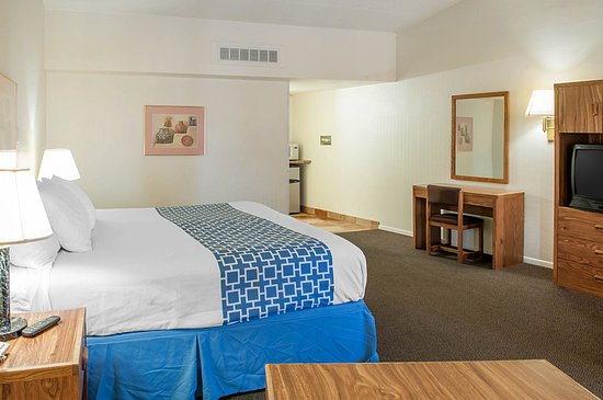 Whites City, NM: King guest room
