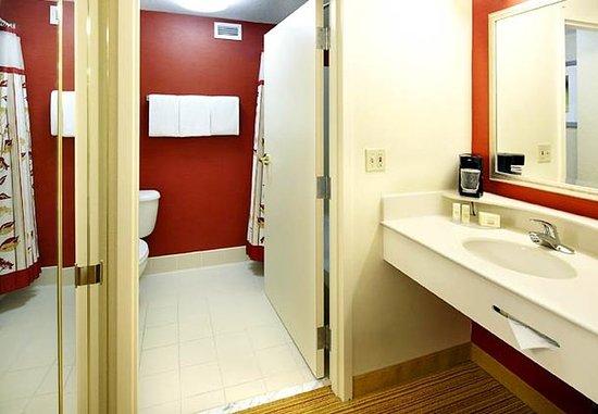 Newark, Огайо: Guest Bathroom