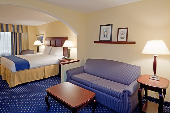 Holiday Inn Express & Suites Middleboro Raynham: Suite