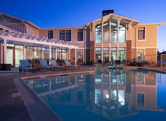 Residence Inn Los Angeles LAX/Manhattan Beach: Evening Pool View