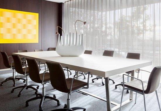 San Sebastián de los Reyes, España: Consejo Meeting Room – Boardroom Setup