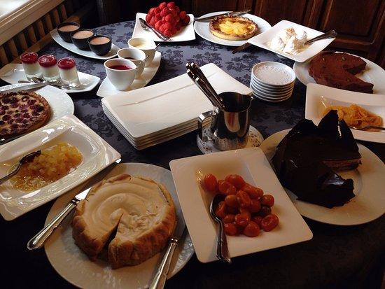 L'Isle-d'Abeau, ฝรั่งเศส: Notre table de desserts