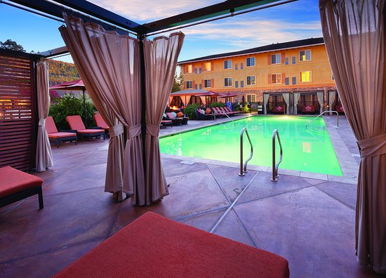 Vino Bello Resort: Outdoor Swimming Pool