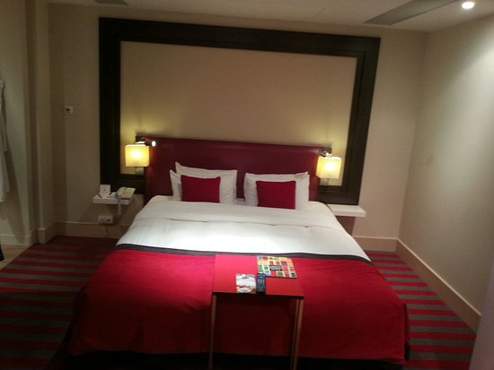 Letto King size - Picture of Mercure Warsaw Grand, Warsaw ...