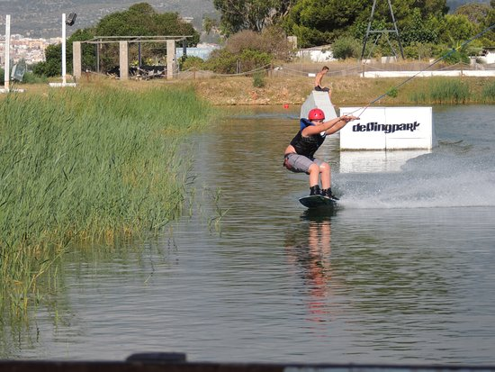 Sant Carles de la Rapita, Spain: Perfecto día para practicar por primera vez deportes acuáticos!