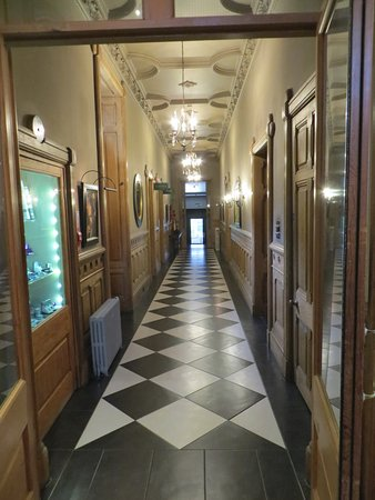 Newton Hotel: One of the hallways downstairs