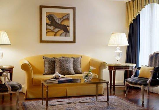 La Defense, Frankrike: Renaissance Suite - Living Area