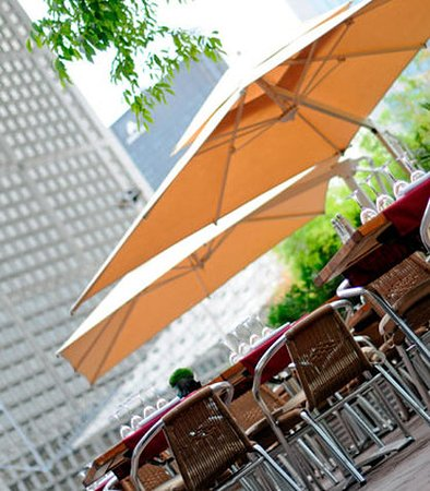 La Defense, France : La Brasserie Terrace