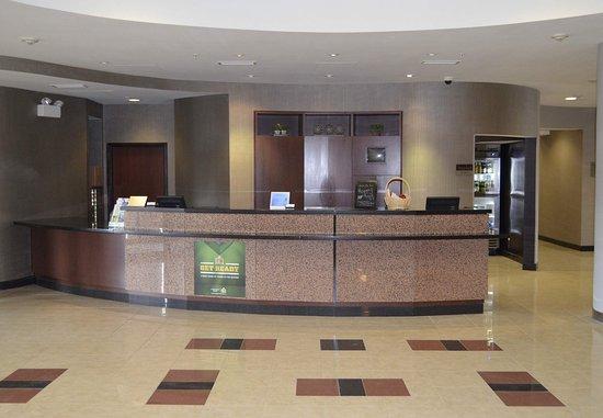 Courtyard Winchester Medical Center: Front Desk
