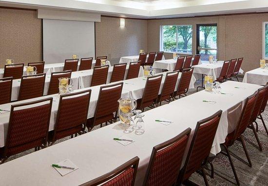 Clackamas, Oregón: Meeting Space Classroom Setup