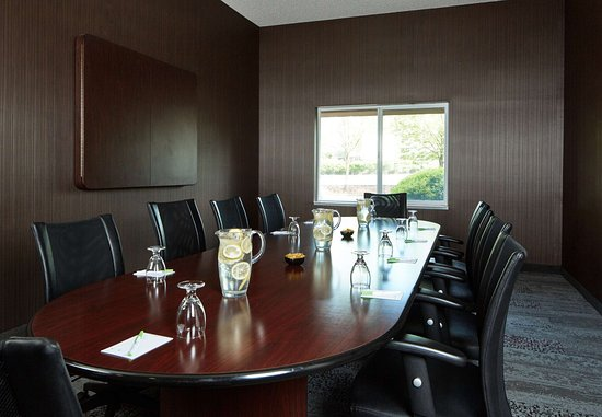 Clackamas, OR: Boardroom