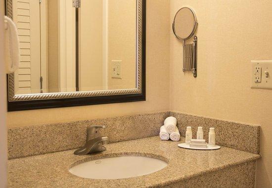 Highland Park, IL: Suite Bathroom Vanity