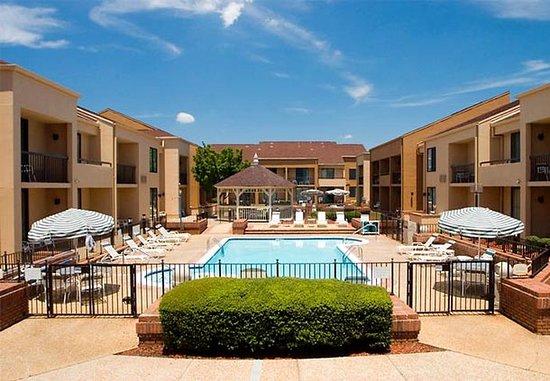 Courtyard Columbus : Outdoor Pool