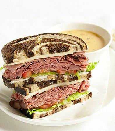 Larkspur, Калифорния: Roast Beef and Havarti Sandwich