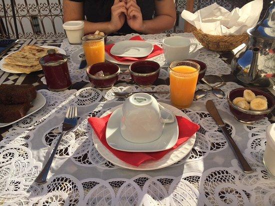 Riad Badi: Breakfast on the terrace