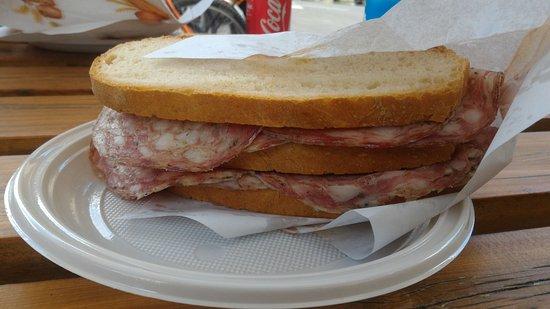 Vicchio, Italy: Panino doppio strato con finocchiona!! FANTASTICO