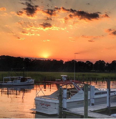 Carrollton, VA: Captain Chuck-A-Mucks Sandbar and Grill