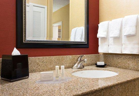 Laguna Hills, CA: Guest Bathroom Vanity