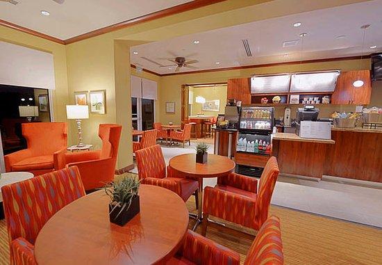 Jensen Beach, FL: Bistro Seating Area