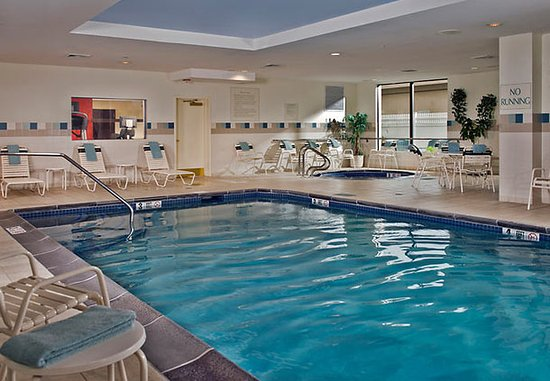 Ronkonkoma, Нью-Йорк: Indoor Pool & Whirlpool