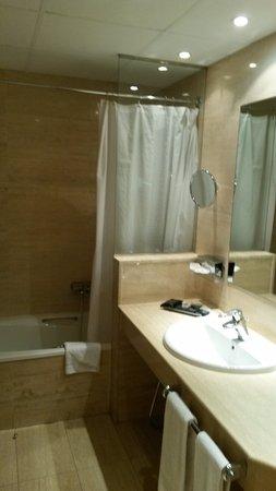 Sispony, Andorra: Baño de la suite con bañera