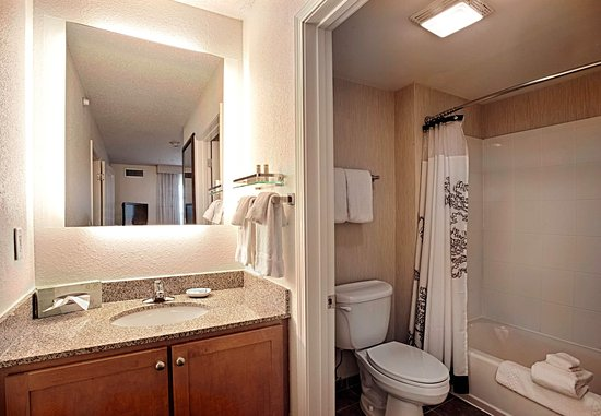 Wall Township, NJ: King Suite - Guest Bathroom