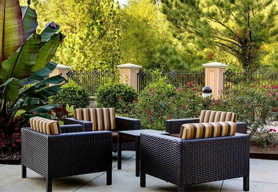 ไฮพอยต์, นอร์ทแคโรไลนา: Courtyard Sitting Area