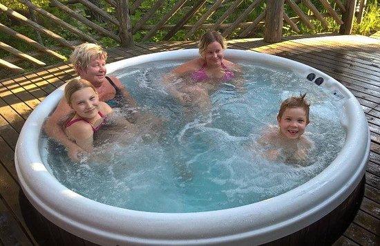 Varkaus, Finlandia: Ulkoporeallas/hot tub