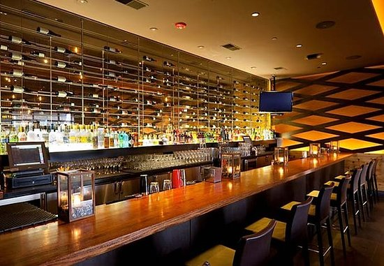 Montvale, NJ: Fire & Oak Bar