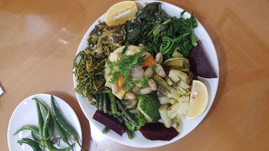Салихли, Турция: Esnaf lokantasında harika bir Ege sunumu