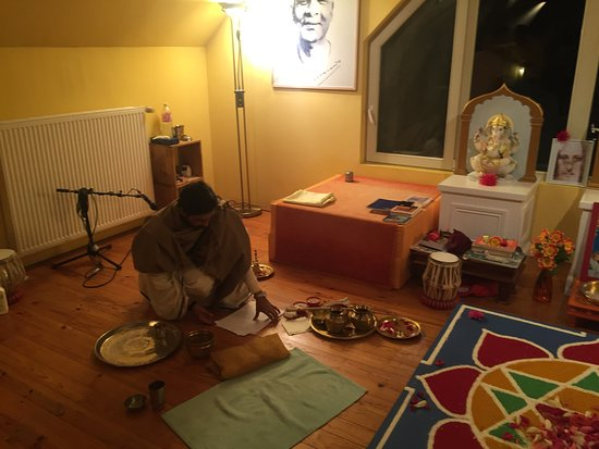 Ashram de Yoga Sivananda B&B (Neuville aux Bois, France) voir les tarifs, 7 avis et 16 photos # Hotel Neuville Aux Bois
