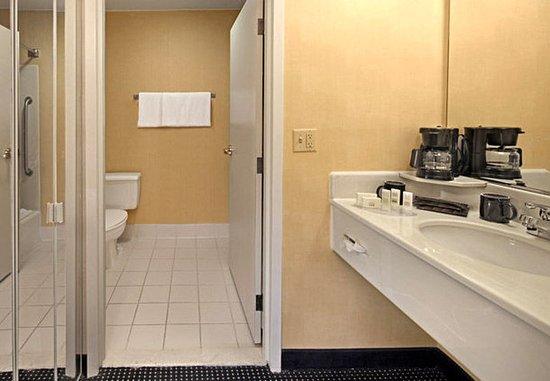 Norwich, كونيكتيكت: Guest Bathroom