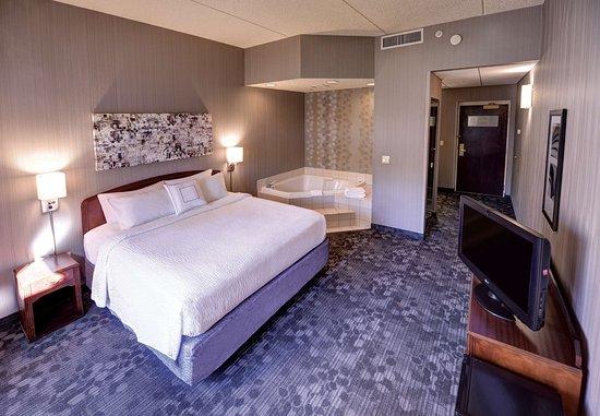 Wausau, WI: King Spa Guest Room