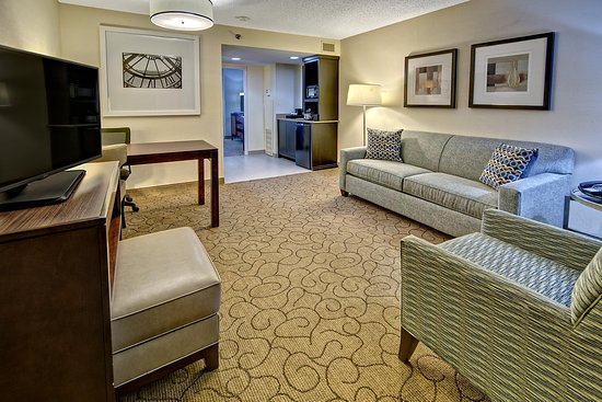Embassy Suites by Hilton Memphis: Living Room at Embassy Suites Memphis