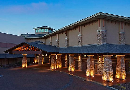 Kingsport, TN : Executive Conference Center Entrance