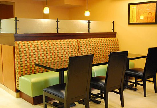 Mission Viejo, CA: Breakfast Dining Area