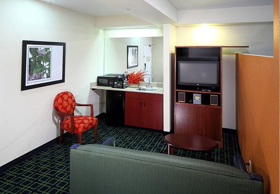 San Carlos, CA: Executive Suite Living Area