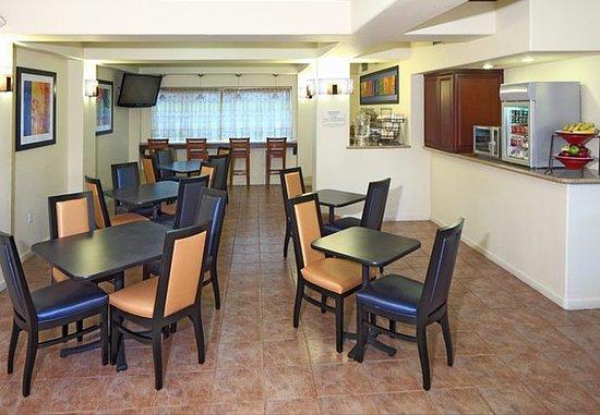 San Carlos, CA: Breakfast Dining Area