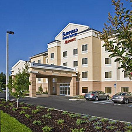 Fairfield Inn & Suites Hartford Airport: Exterior