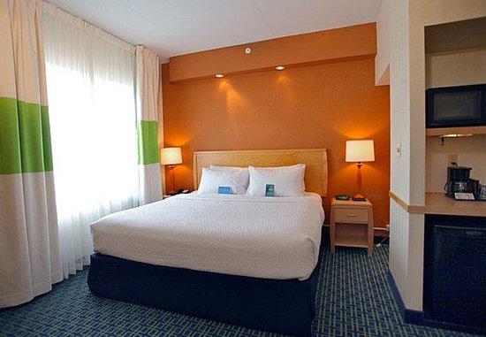 Белвилл, Канада: King Executive Suite Bedroom