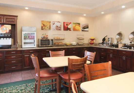 Deptford, NJ: Breakfast Area