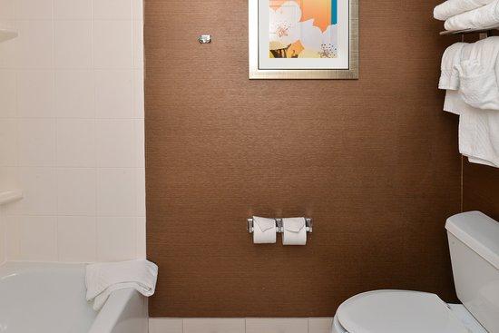 Georgetown, KY: Guest Bathroom