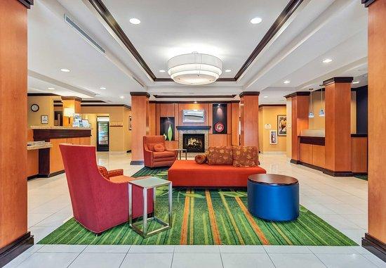 Auburn, Μασαχουσέτη: Lobby